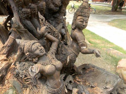 скульптура в мыанг боран